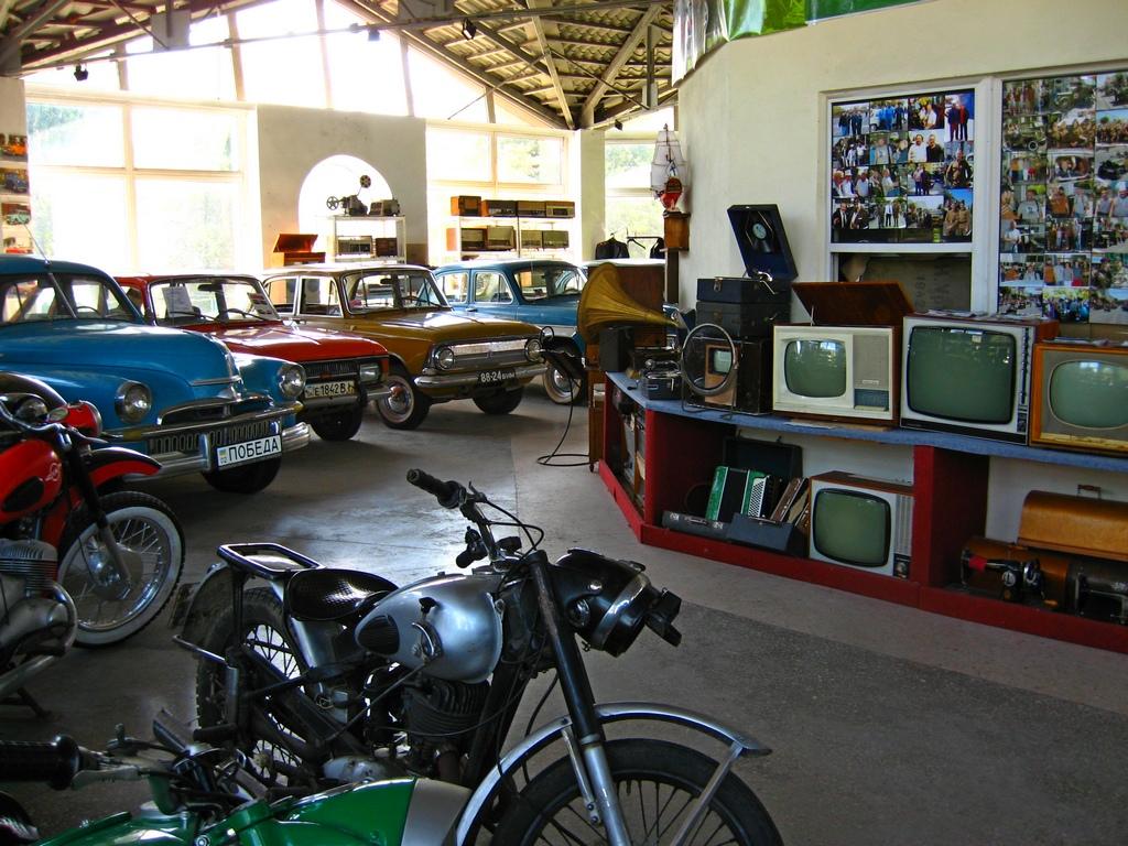 Авто-мото-вело-фото-теле-радіо музей у Вінниці
