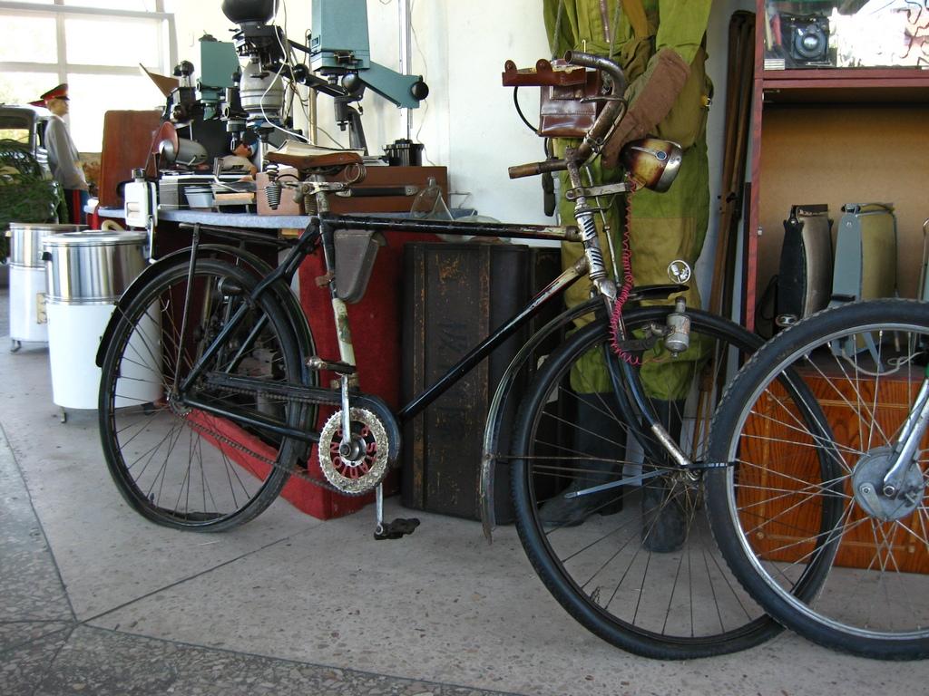 Старовинний велосипед у музеї у Вінниці