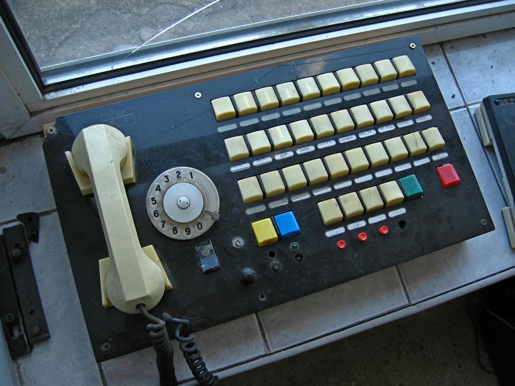 Старий телефон із функцією швидкого набору
