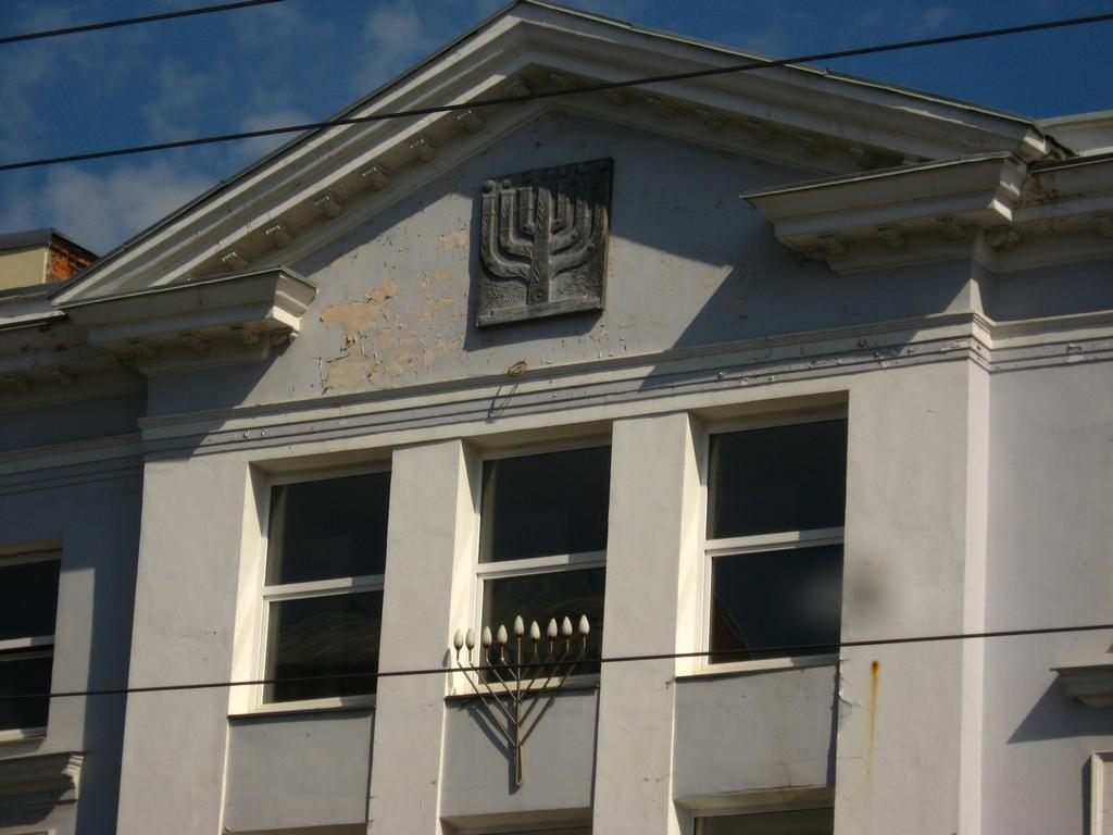 Годинник на стороні будівлі
