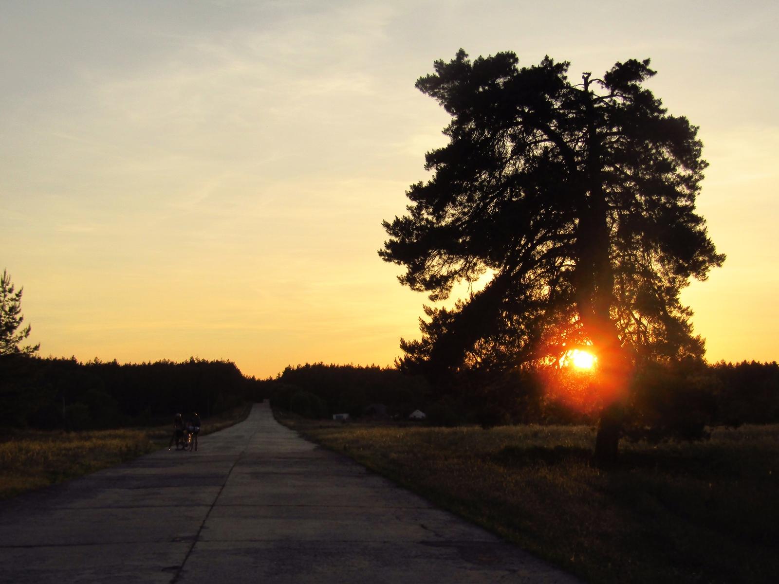 Захід сонця в місті Орбіта