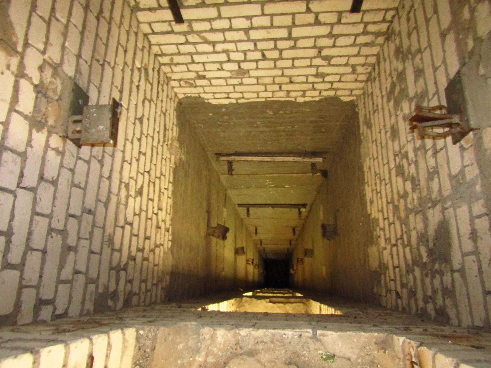 Ліфтова шахта в покинутій дев'ятиповерхівці