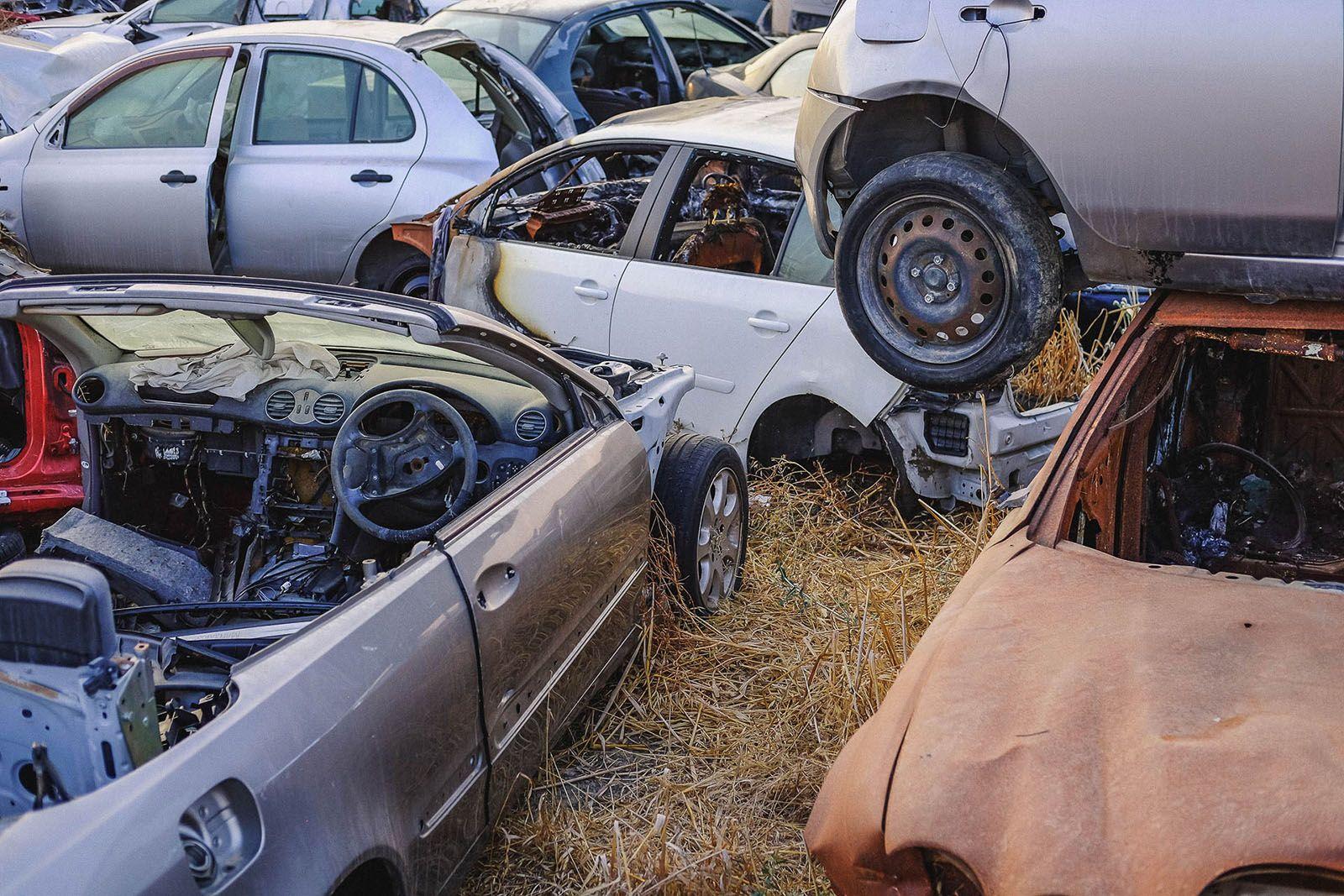 Звалище розбитих машин в Лімасолі на Кіпрі