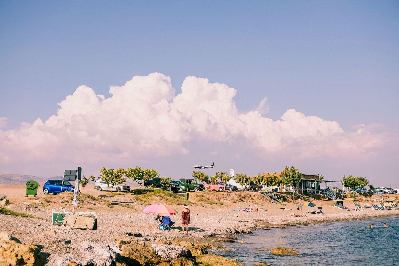Пляж біля аеропорту в Пафосі