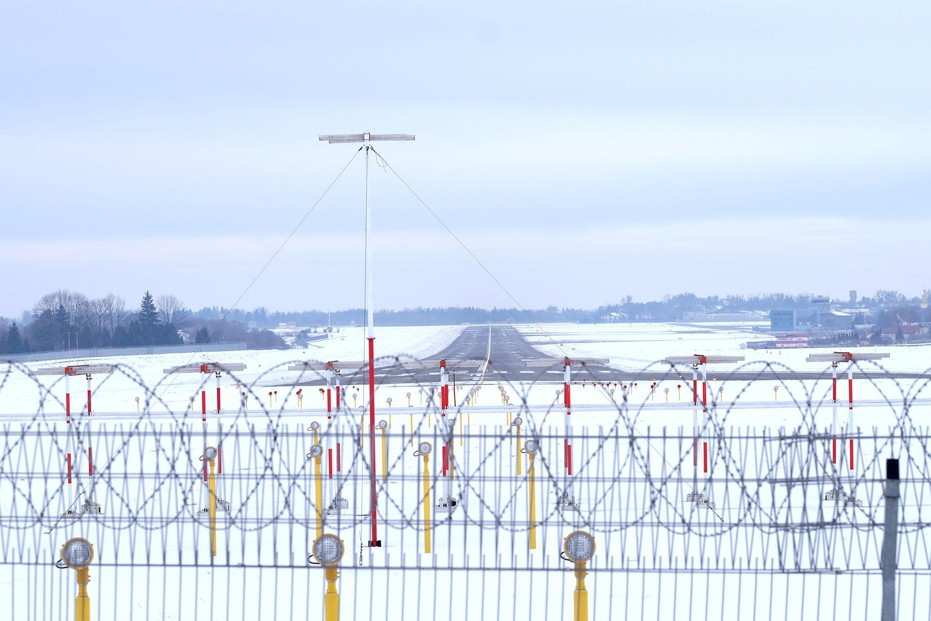 Антени курсового радіомаяка (ILS)