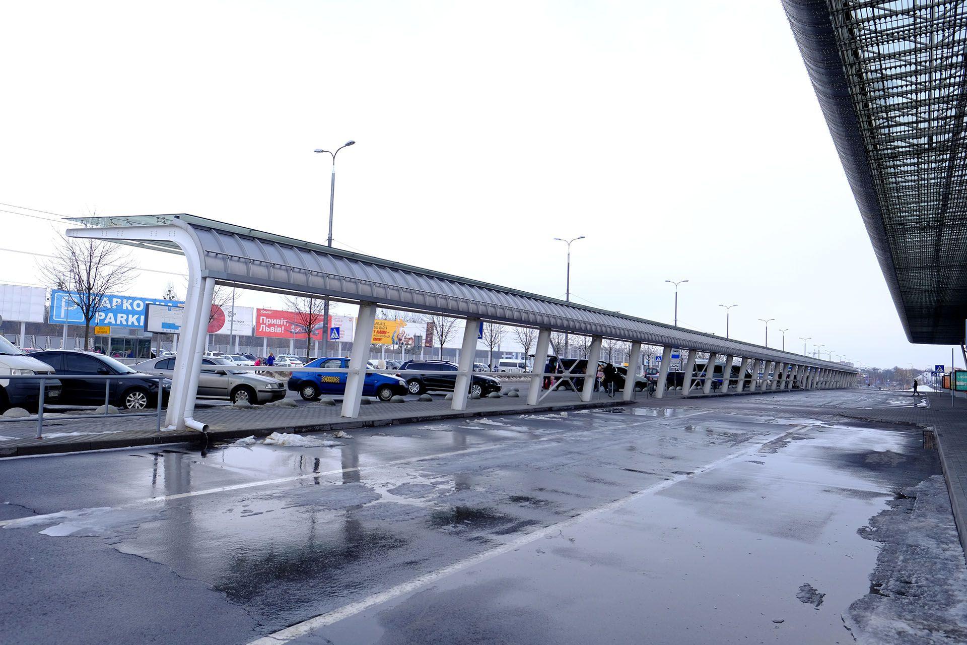 Великий довгий потяг на сталевий трасі