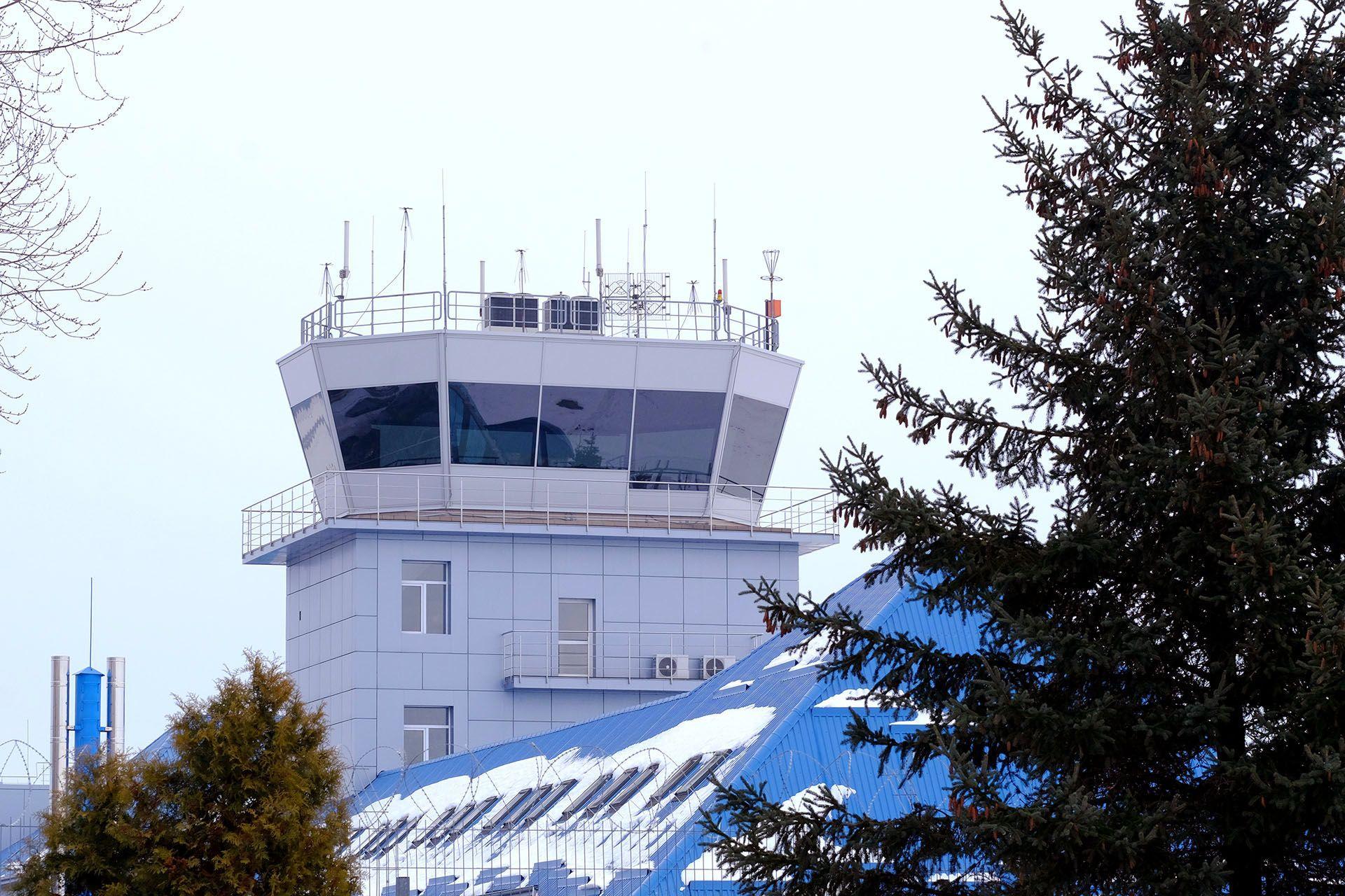 Диспетчерська вежа аеропорту Львів