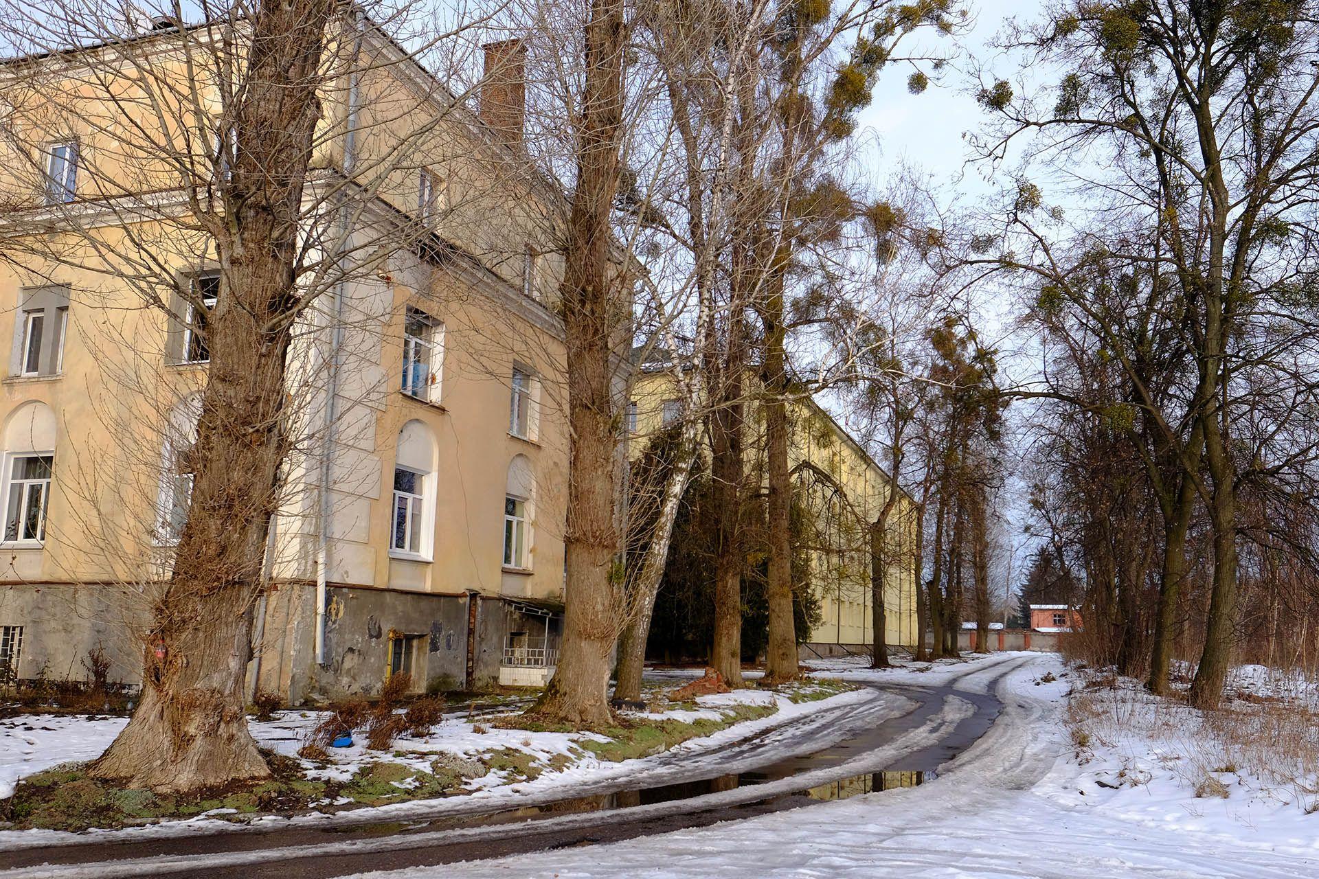Будинок, покритий снігом