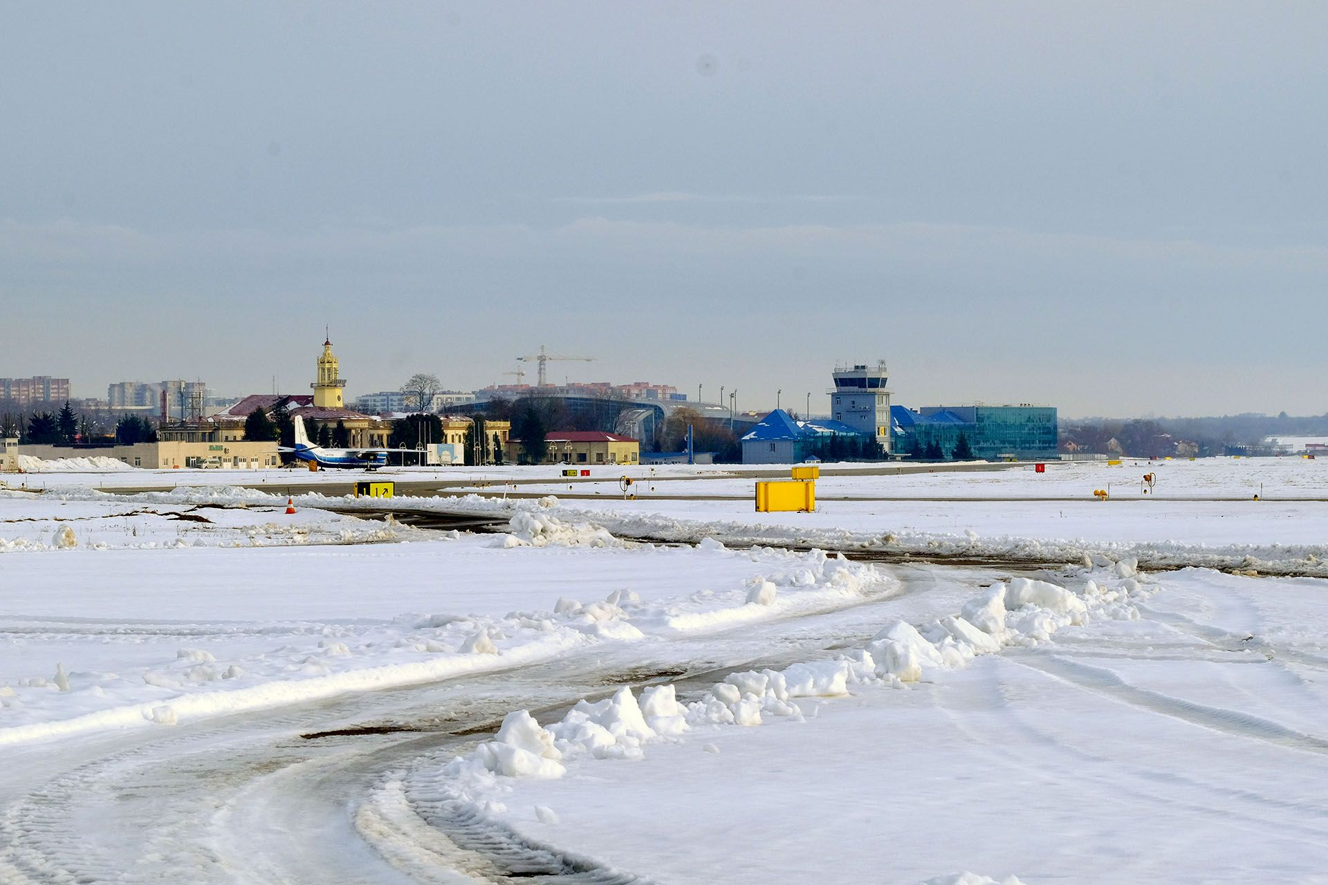 Вид на летовище аеропорту Львів