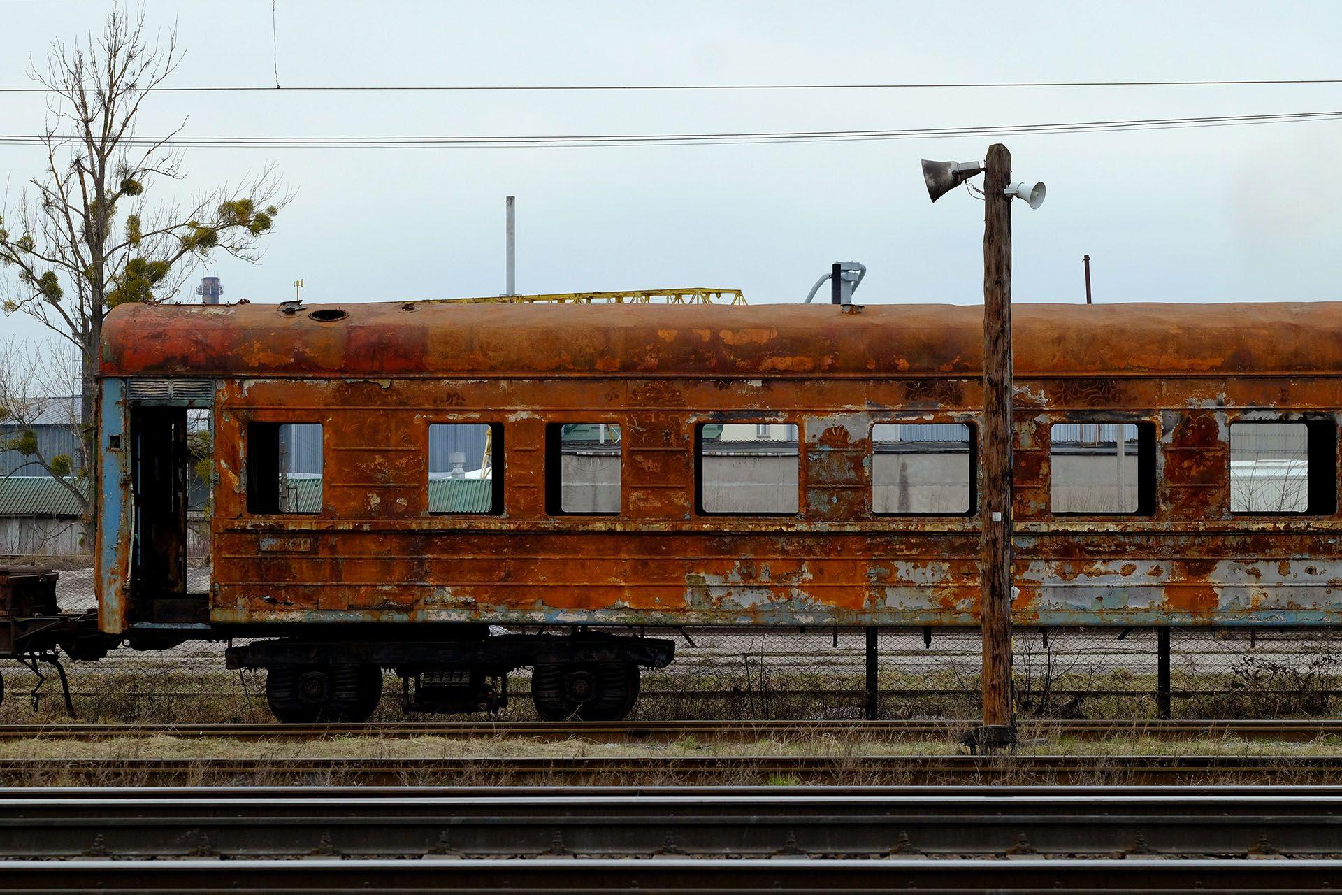 Старий іржавий вагон