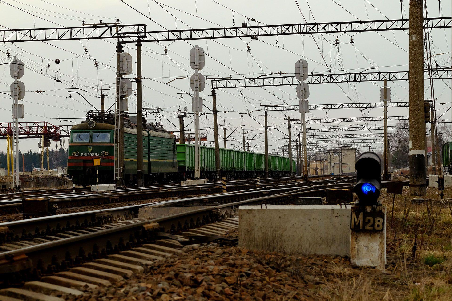 Вантажний потяг на станції
