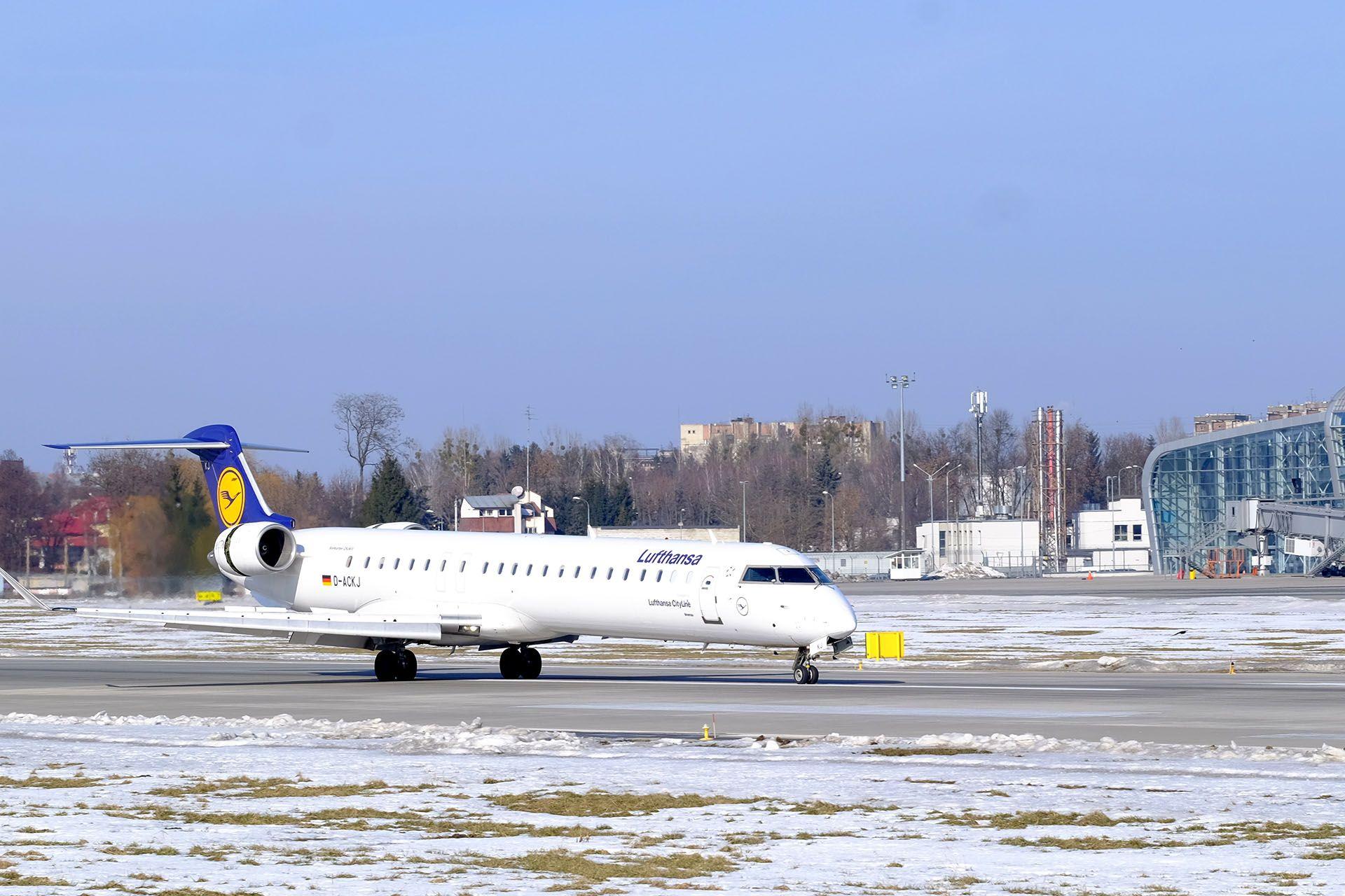 Bombardier CRJ-900LR у Львові