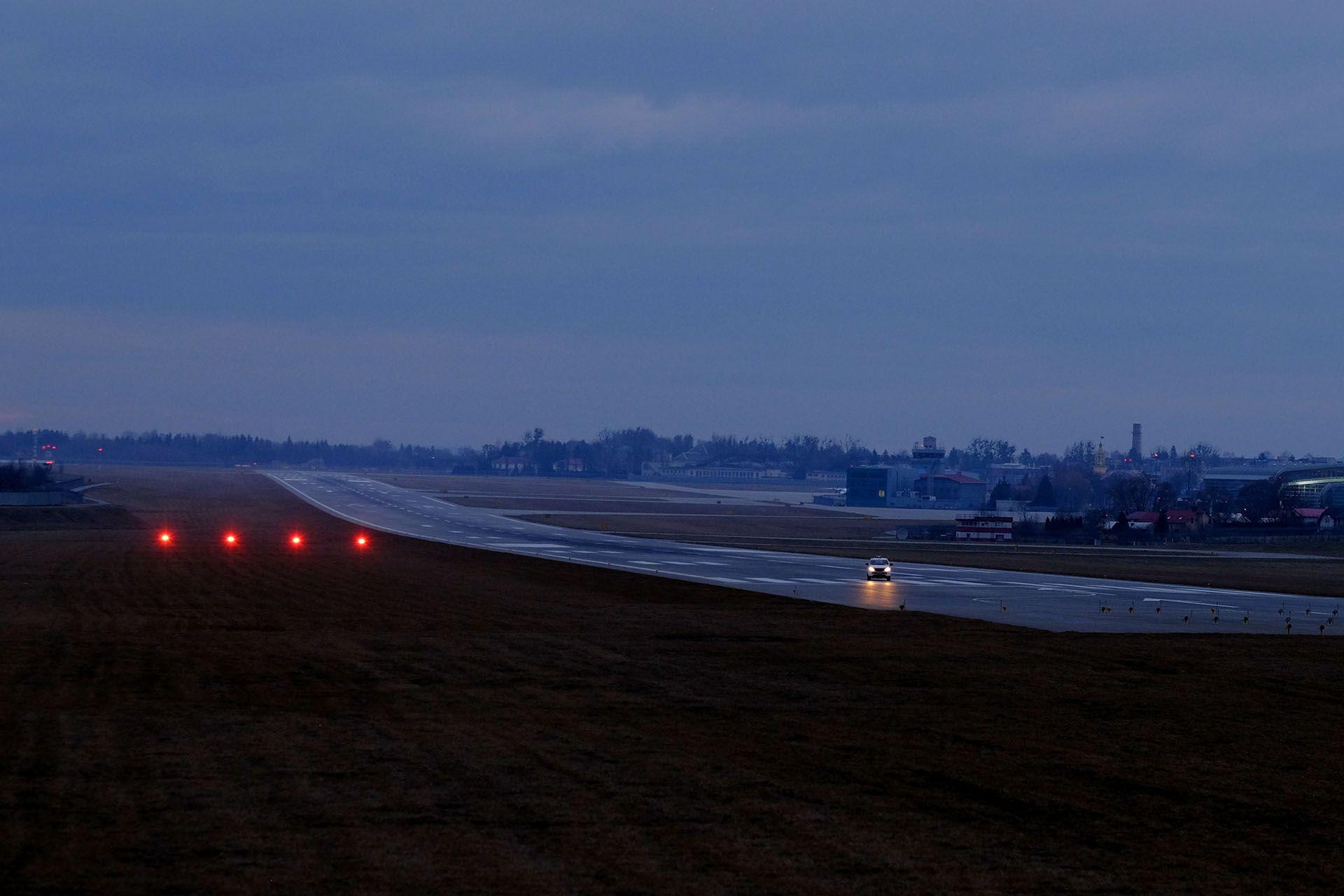 PAPI і злітна смуга аеропорту Львів