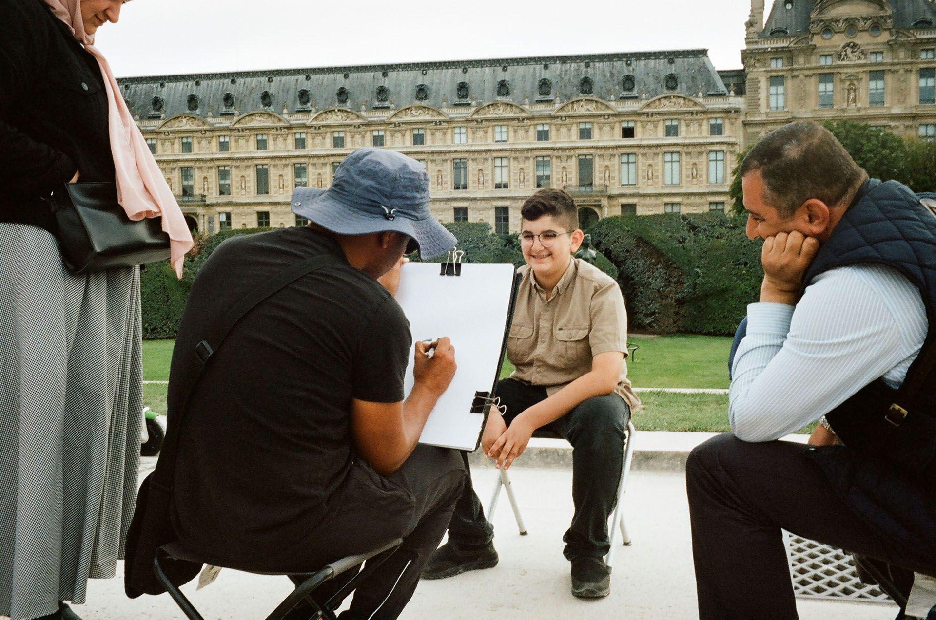 Вуличний художник у Парижі