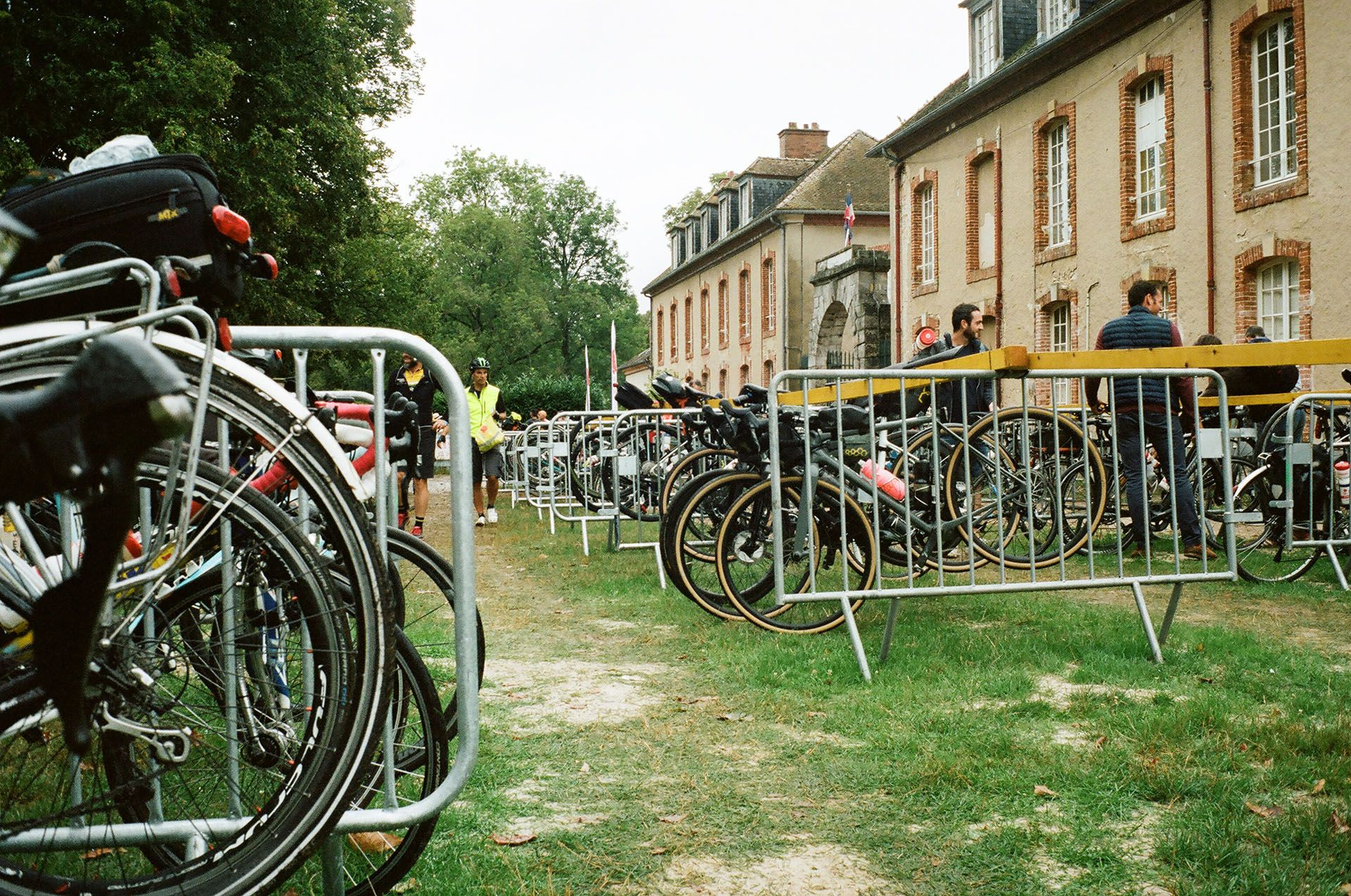 Стоянка для велосипедів на місці старту