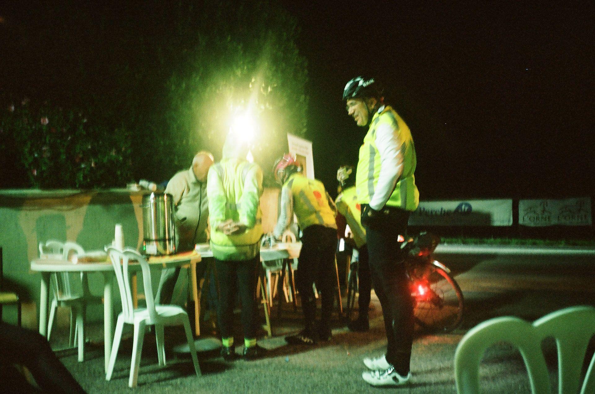 Місцеві організували точку обігріву для замерзлих марафонців