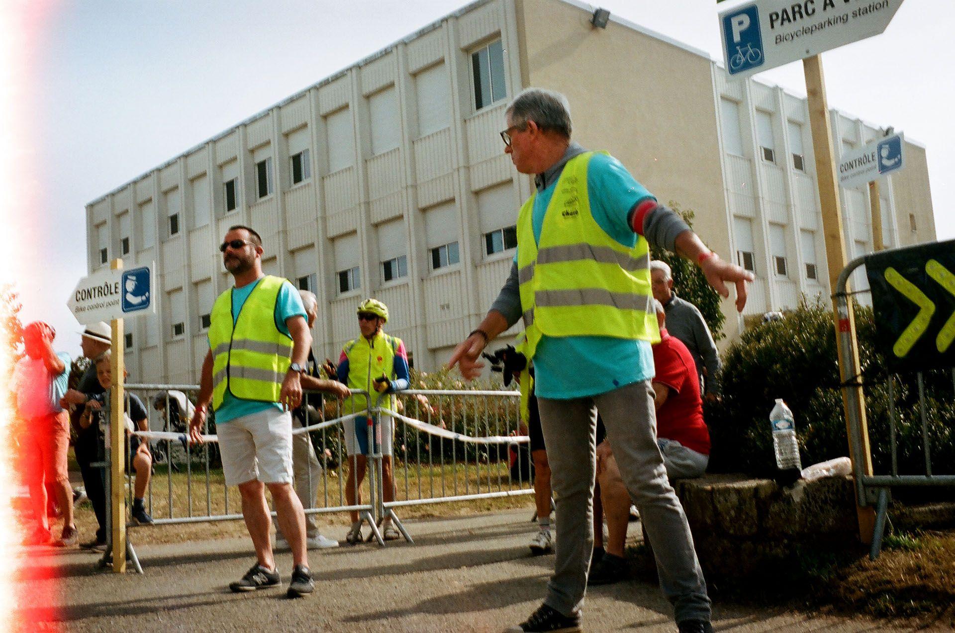 Волонтери на одному із контрольних пунктів