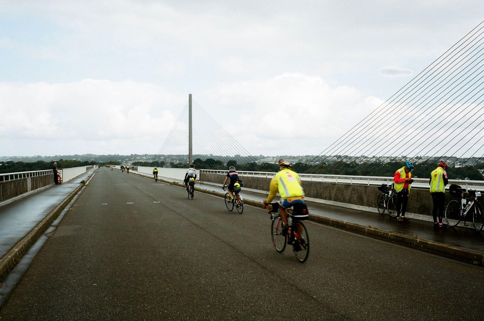 Міст через гавань у Бресті