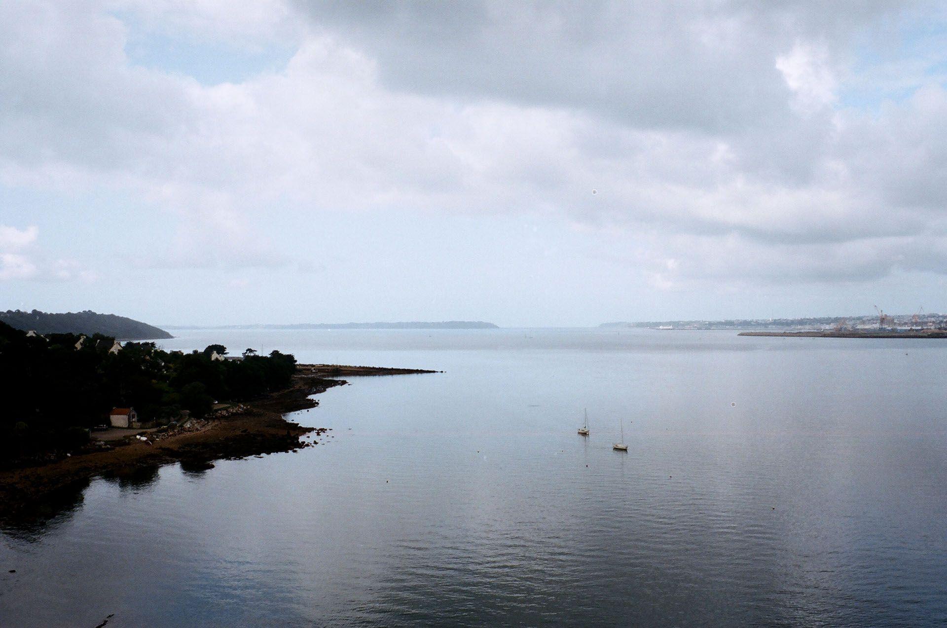 Вид на Атлантичний океан із мосту у Бресті