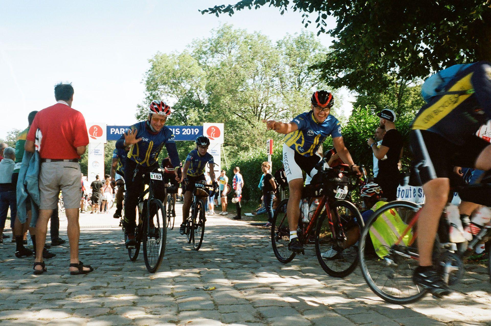 Учасники з України під час фінішу у Рамбуйє