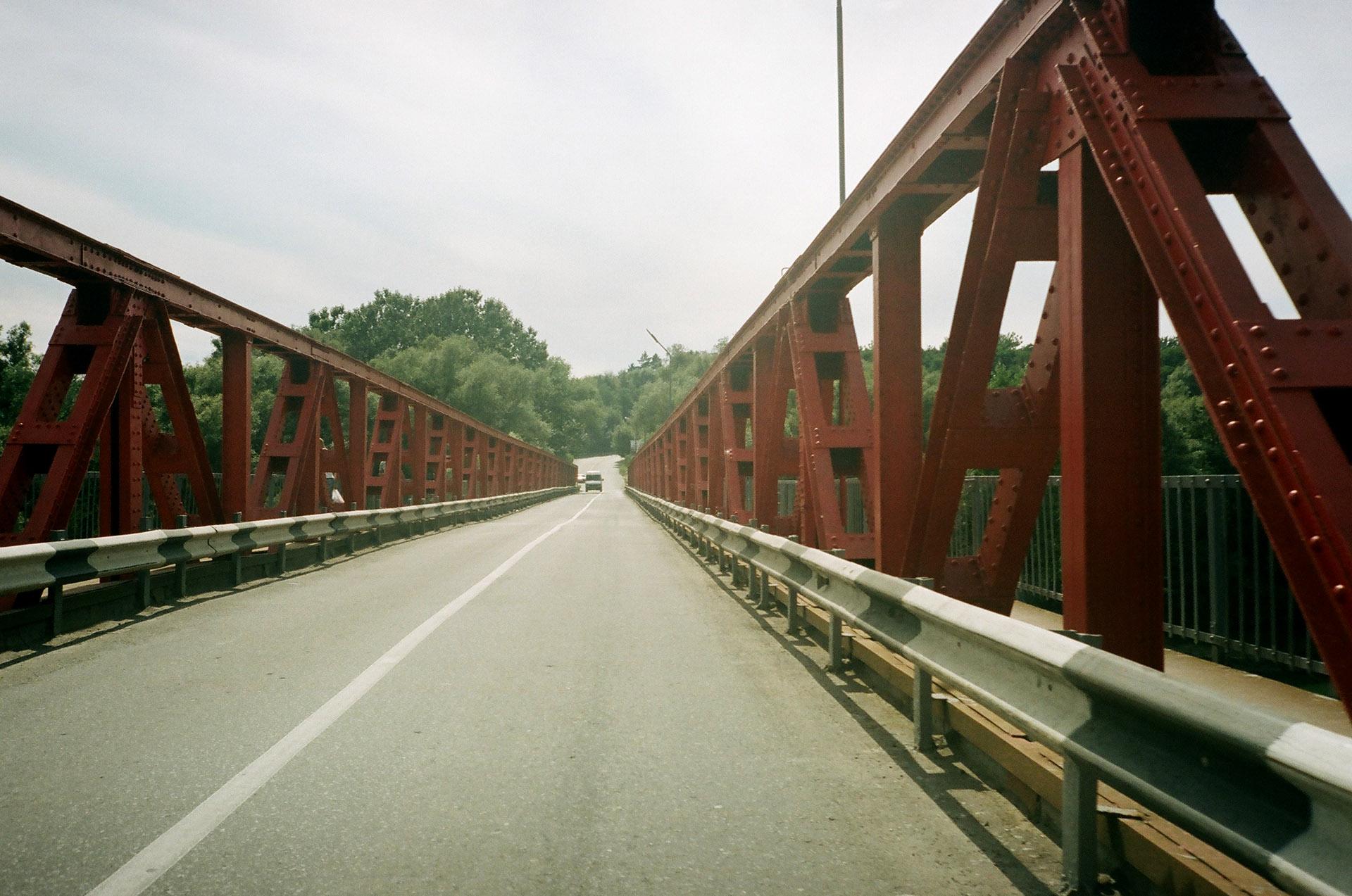 Довгий міст у фоновому режимі