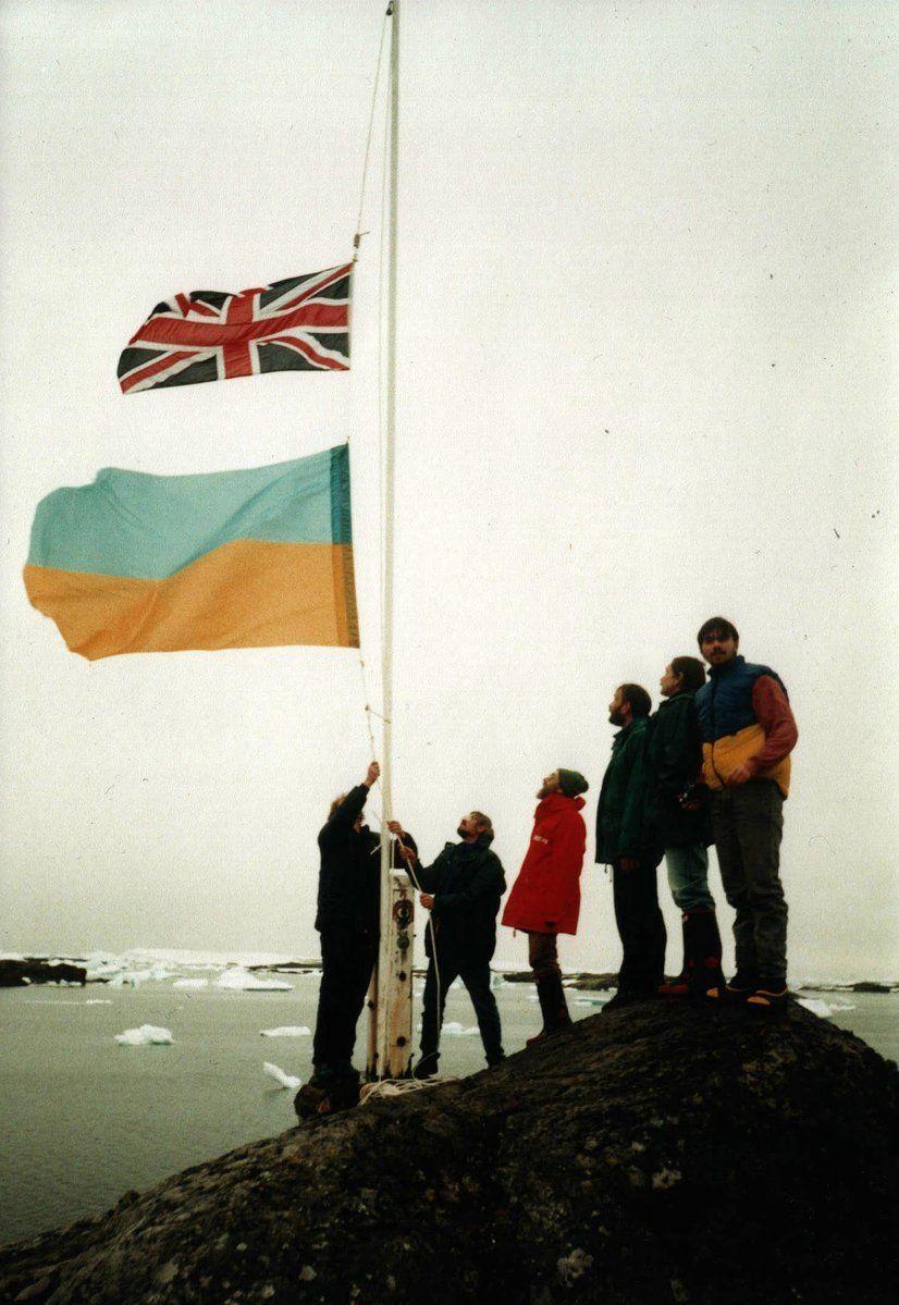 06/02/1996 — британську антарктичну станцію «Фарадей» передано українським полярникам (тепер «Академік Вернадський»)